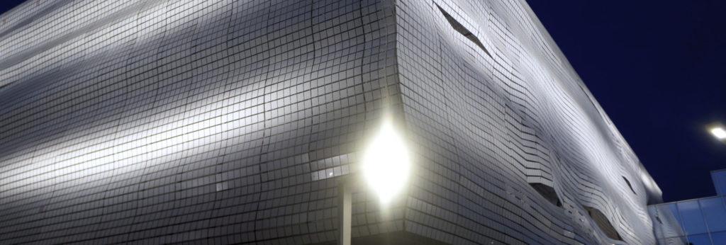 détail facade illuminée