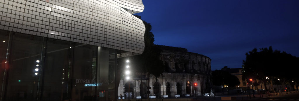 musée et arènes de nuit