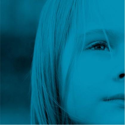 détail visage d'une enfant - fragment bleu de la mosaïque