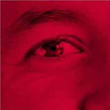 détail de l'oeil d'un homme - fragment rouge de la mosaïque