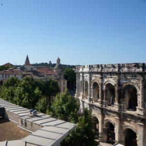 vue des arènes de Nîmes depuis le toit terrasse du musée