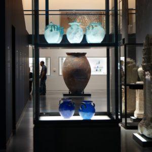 présentoir avec objets du quotidien de la période romaine