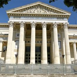 le Palais de Justice de Nîmes
