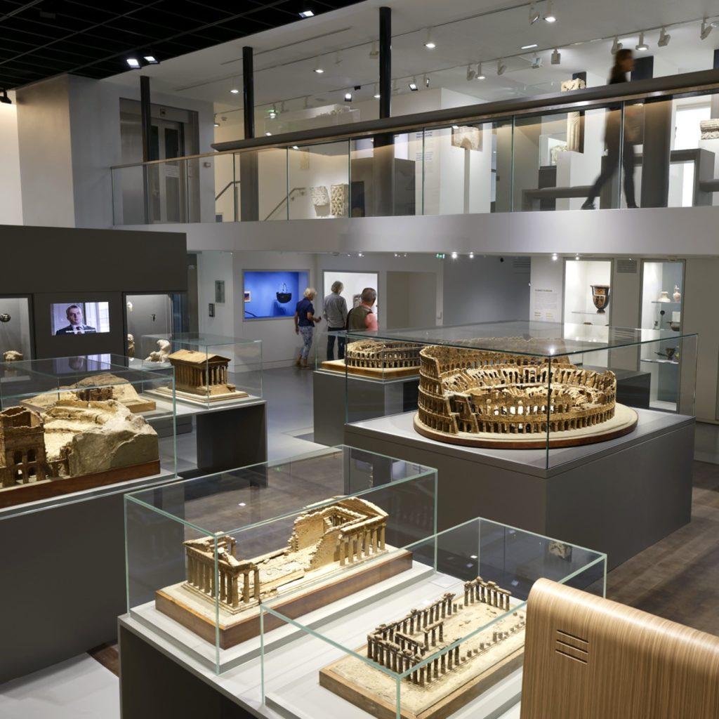 vue sur les maquettes de la salle du legs de l'antiquité