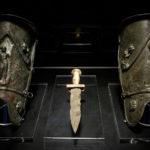 plaques d'armure et arme de gladiateur
