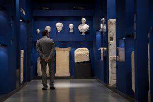 Musee de la Romanite- Nimes - couloir des religions