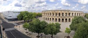 Arènes de Nimes et Musée de la Romanité se font face