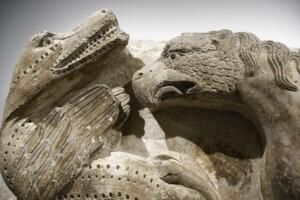 Combat de monstre - statue