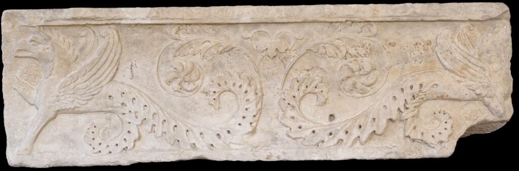 Musée de la Romanité - frise des griffons après rénovation